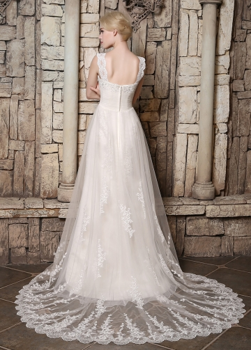 Elegant Tulle Sweetheart Neckline A-line Wedding Dresses with Beaded Lace Appliques