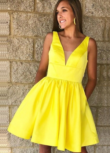 A-line Satin Short Yellow Homecoming Dresses 2018