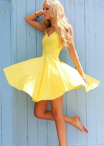 Adorable Yellow Short Homecoming Dress with V-neckline