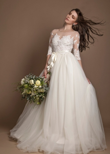 Appliques Illusion Neckline Plus Size Wedding Gown with Sleeves