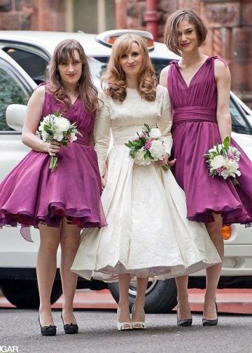 A-line Chiffon V-neck Burgundy Bridesmaid Dresses Knee Length