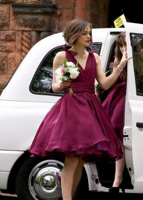 A-line Chiffon V-neck Burgundy Bridesmaid Dresses Knee Length