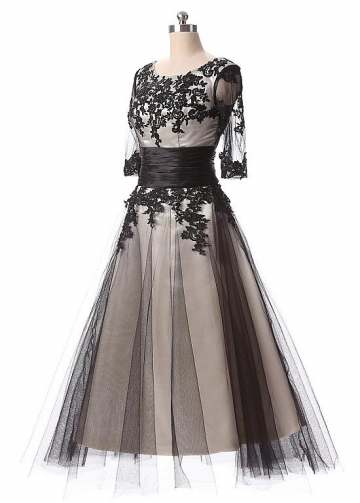 Elegant Tulle Scoop Neckline A-Line Tea-length Prom Dresses With Lace Appliques