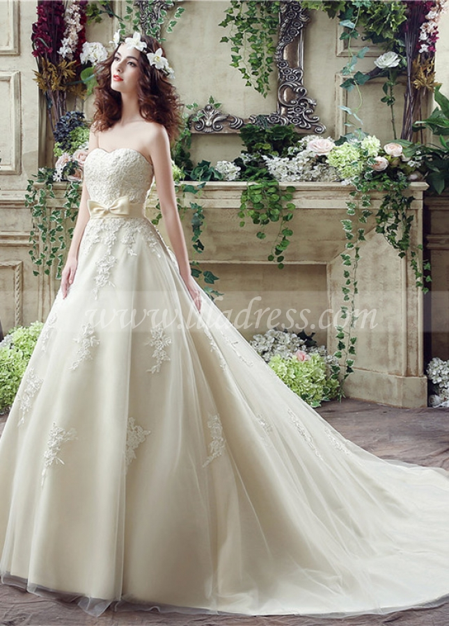 Elegant Tulle Sweetheart Neckline A-Line Wedding Dresses With Lace Appliques