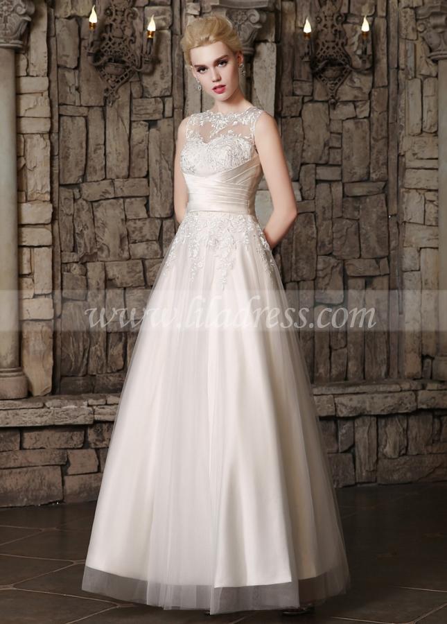 Romantic Tulle Bateau Neckline A-line Wedding Dresses With Lace Appliques