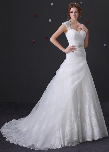 Amazing Organza A-line Wedding Dress With Lace Appliques