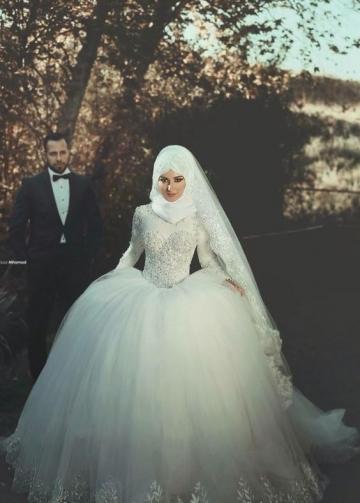 Beaded Long Sleeves Muslim Wedding Gown Tulle Skirt