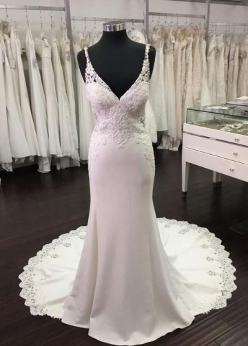 Backless Sheath Wedding Dresses Beaded Lace V-neckline