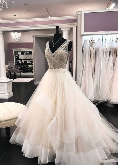 Beaded V-neckline Bride Wedding Gown Tulle Skirt with Netting Trim