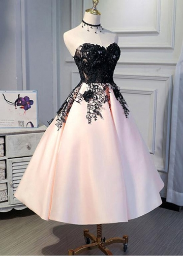 Stunning Satin Sweetheart Neckline A-line Homecoming Dresses With Lace Appliques & 3D Lace Appliques & Beadings