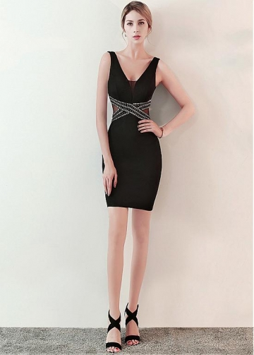 Eye-catching Black V-neck Neckline Short Sheath/Column Cocktail Dress