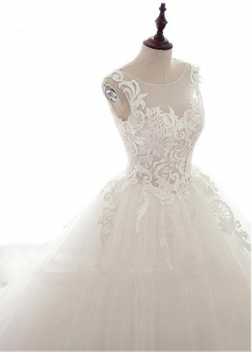Modest Tulle Scoop Neckline Ball Gown Wedding Dresses With Lace Appliques