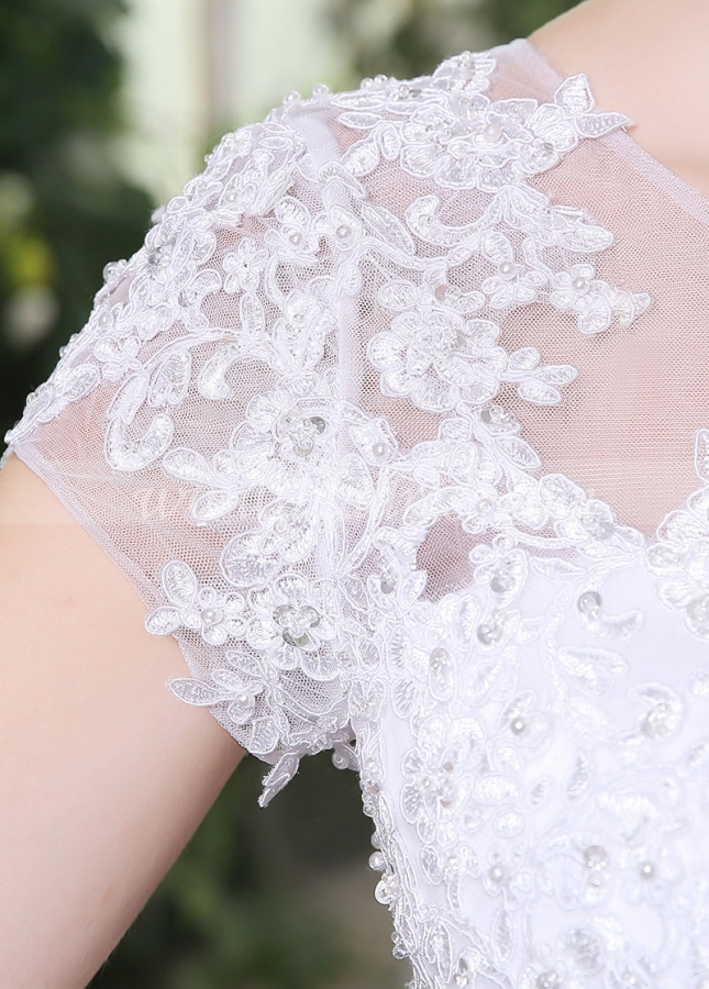Chic Tulle Scoop Neckline Lace Appliques A-line Wedding Dresses