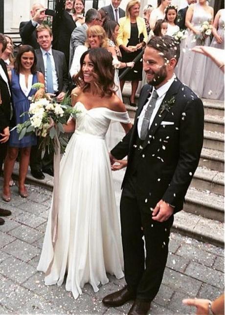 Charming Chiffon Off-the-shoulder Neckline A-line Wedding Dresses With Belt
