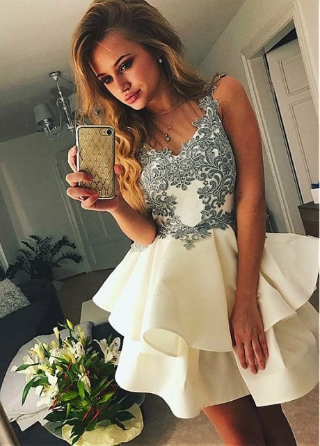 Charming Satin Jewel Neckline Short A-line Homecoming Dress With Lace Appliques