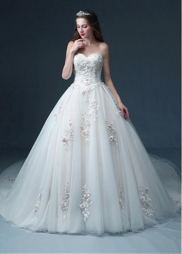 Gorgeous Tulle Sweetheart Neckline Ball Gown Wedding Dress With 3D Lace Appliques & Beadings