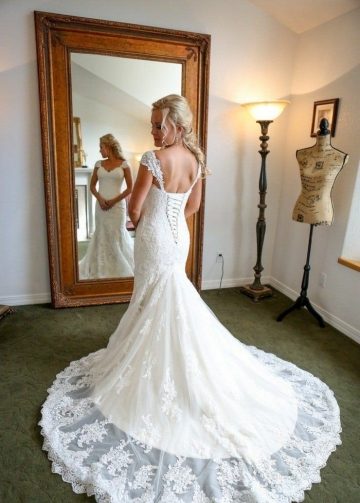 Classic Appliqued Sheath Bridal Wedding Dresses with Cap Sleeves