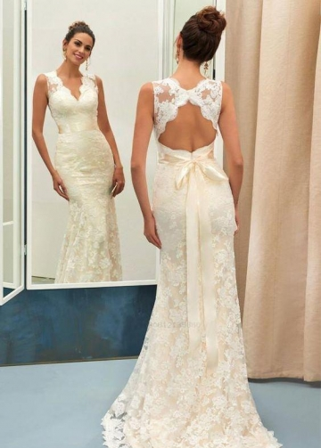 Classic Lace Wedding Bridal Dress with Close-fitting Bodice
