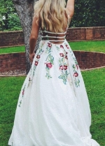 Colorful Embroidery Lace Prom Dresses with V-neckline