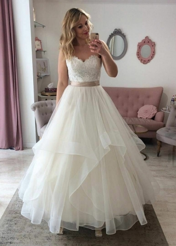 Classic Lace Strapless Sweetheart Bridal Gown with Tulle Skirt