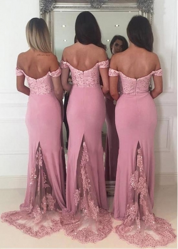 Sexy Red Off-the-shoulder Neckline Sheath/Column Bridesmaid Dresses With Beaded Lace Appliques