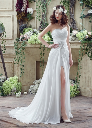 Fashionable Chiffon Sweetheart Neckline A-Line Wedding Dresses With Rhinestones