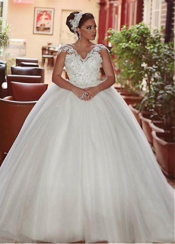 Fantastic Tulle V-neck Neckline Ball Gown Wedding Dresses With Lace Appliques