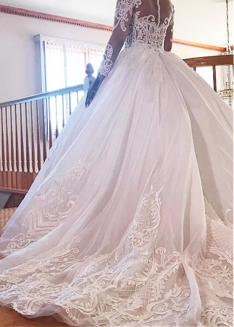 Elegant Tulle Jewel Neckline Ball Gown Wedding Dresses With Beaded Lace Appliques
