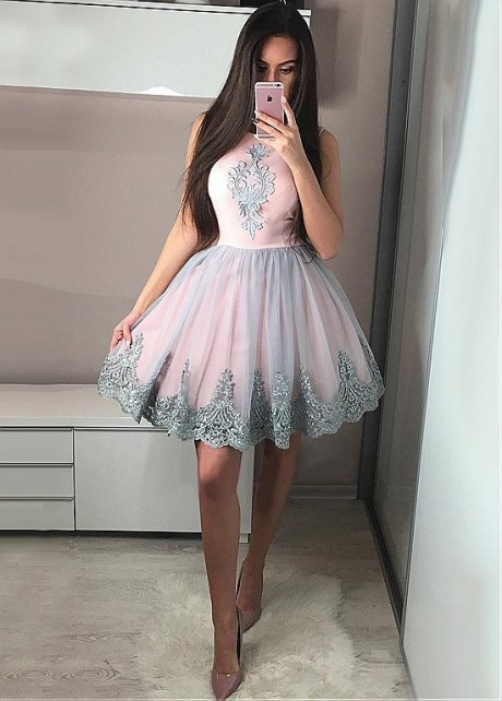 Glamorous Tulle Jewel Neckline Short A-line Homecoming Dresses With Lace Appliques