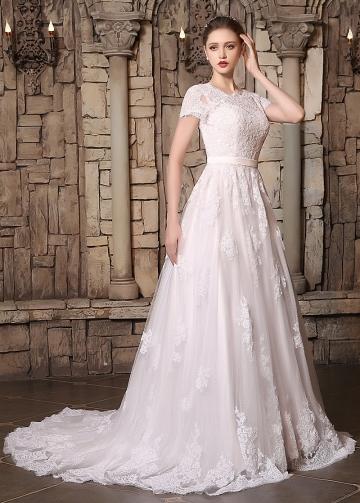 Romantic Tulle Bateau Neckline Lace Appliques A-line Wedding Dresses