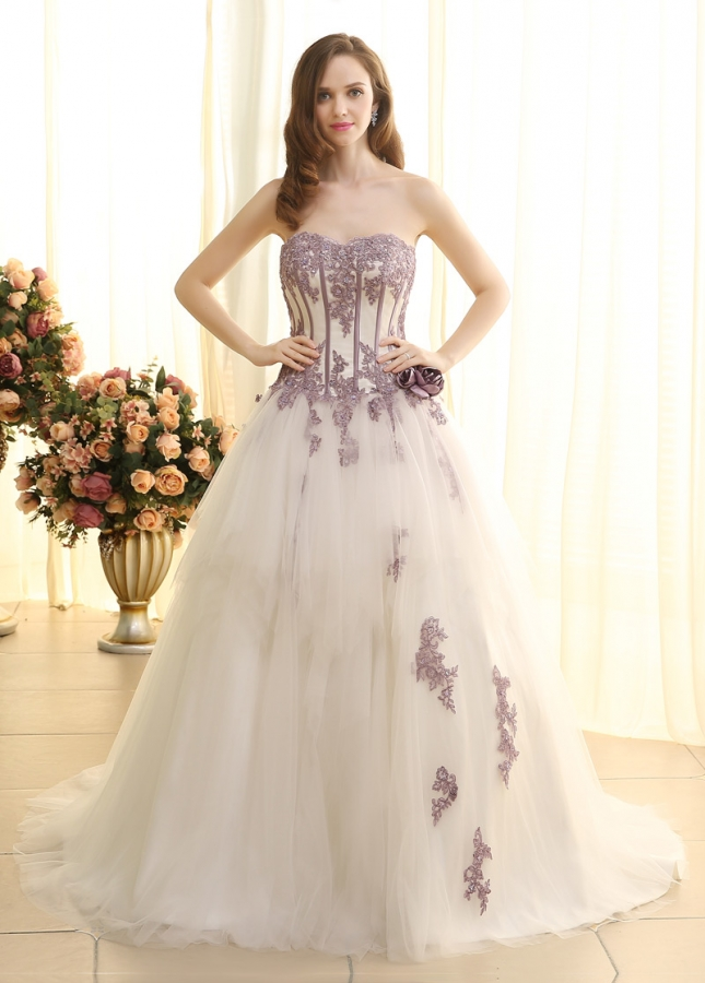 Elegant Tulle Sweetheart Neckline Ball Gown Wedding Dresses WIth Beaded Lace Appliques