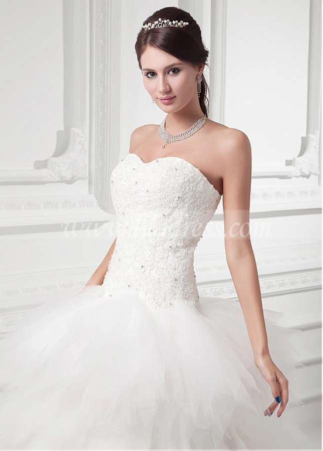 Fashionable Tulle Sweetheart Neckline Ball Gown Wedding Dress With Beadings & Lace Appliques