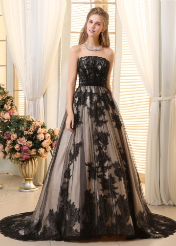 Romantic Tulle Strapless Neckline A-line Wedding Dresses With Lace Appliques