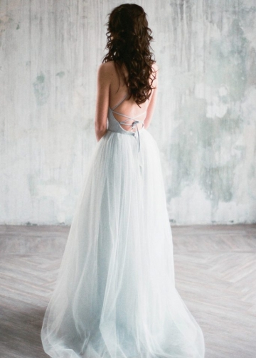 Gray-blue Chantilly Lace Wedding Dresses Tulle Skirt