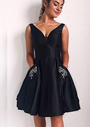 Knee Length Black Homecoming Gown Dress with Rhinestones Pockets
