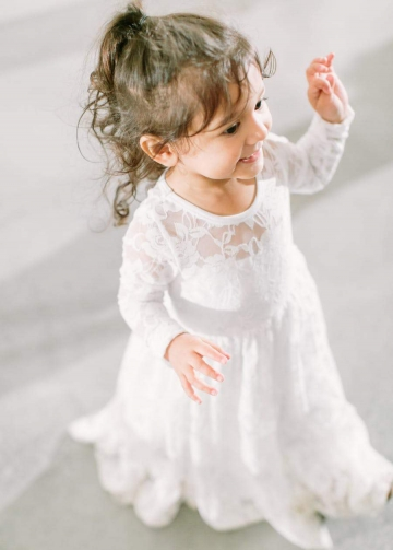 Long Sleeves Floor Length Lace Flower Girls Dress for Winter Wedding