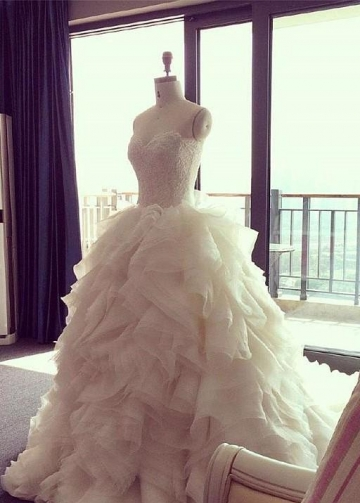 Lace Sweetheart Ball Gown Wedding Dress with Ruffled Organza Skirt