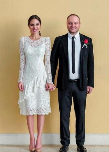 Long Sleeves Lace Informal Wedding Dress Tea-Length