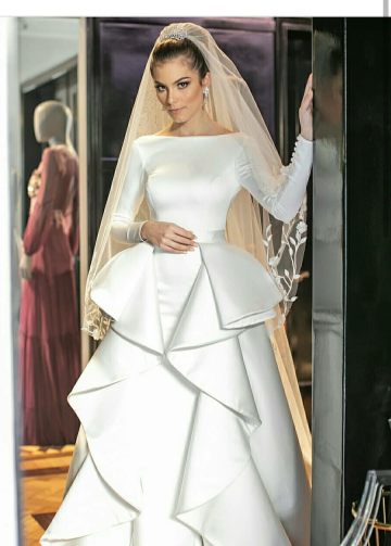 Long Sleeves White Wedding Gown with Flounced Skirt