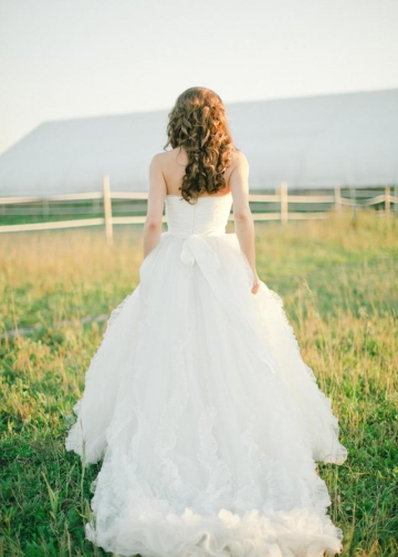 Lace Spring Bridal Dresses with Decorated Tulle Skirt