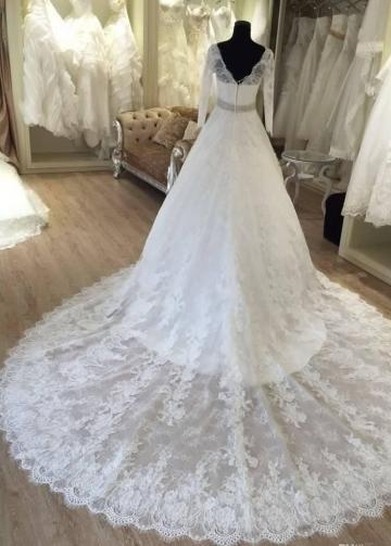 Long Sleeves Vintage Lace Wedding Dress V-neckline