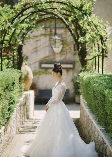 Modest Lace V-neck Outdoor Wedding Dress with Long Sleeves