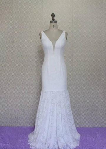 Plunging V Neck Lace Bridal Dresses2020