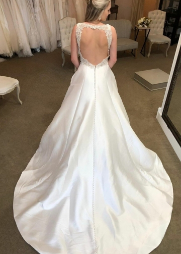 Plunging V-neckline Satin Marriage Dress for Bride with Hollow Back