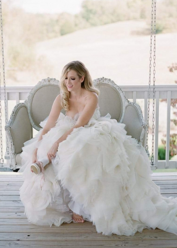 Ruffles Organza Skirt Wedding Dress Ball Gown with Lace Sweetheart Bodice