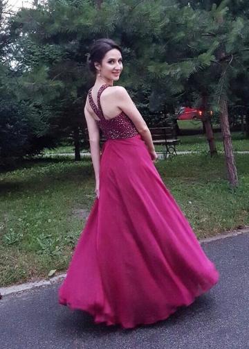 Rhinestones Bodice Chiffon Burgundy Prom Gowns with Halter Straps