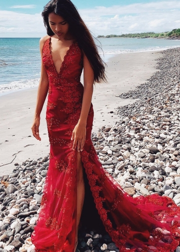 Red Lace Evening Dresses with Beaded Floral Appliques