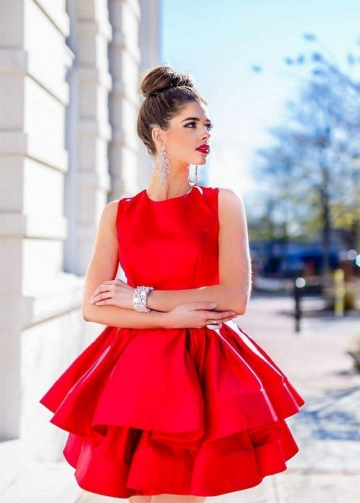 Sleeveless Satin Short Red Homecoming Gowns with Tiered Skirt