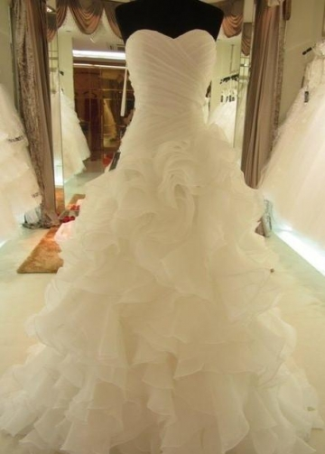 Sweetheart Corset Wedding Dresses with Organza Ruffled Train