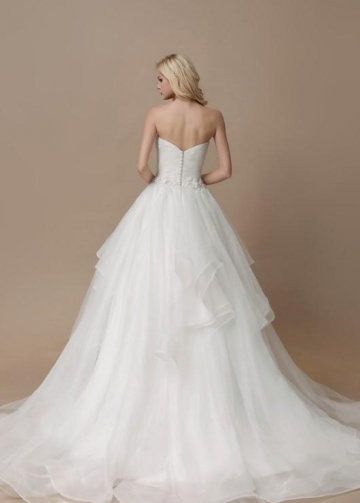 Sweetheart Ruffled Tulle Wedding Dresses With Sash